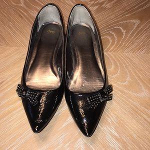 GAP WOMEN'S POINTY BLACK BOW TIE FLATS
